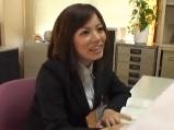 【無料エロ動画】新入社員のOLにセンズリ鑑賞させるセクハラ上司