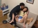 人妻の無料jyukujyo動画。セールスマンにこっそりラブサプリを使用されて欲情しちゃった人妻