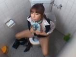 トイレでオナニーするキャビンアテンダントを隠し撮り