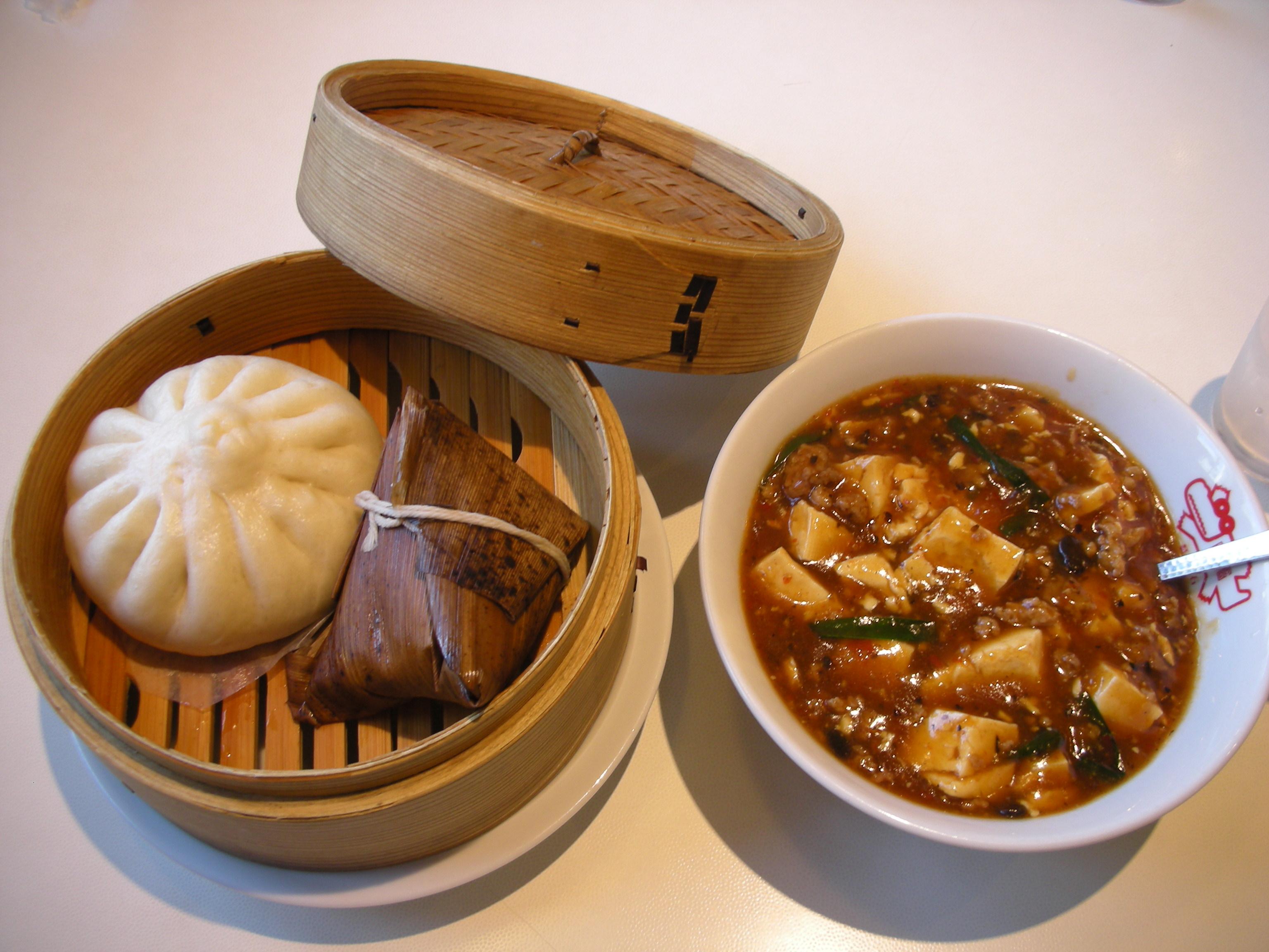 肉まん・ちまきと麻婆豆腐