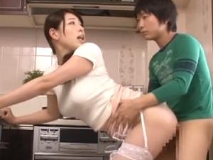 香山美桜 巨乳の叔母と童貞マセガキ甥っ子の寝取られ同居生活