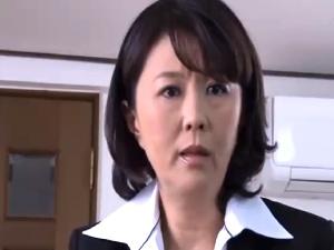 アダルト 円城ひとみ 悪質クレームでパイパン対応をさせられた人妻OL