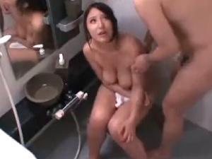 アダルト シャワー中の巨乳お姉ちゃん