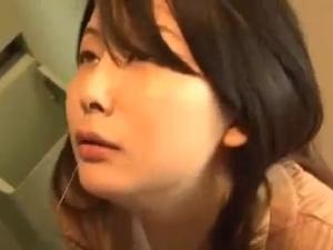 アダルト 岩佐あゆみ 美熟女な人妻