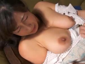 アダルト 宮部涼花 爆乳な美熟女人妻