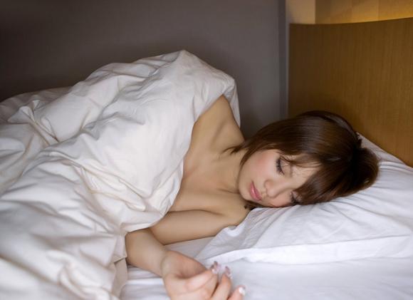【エロ画像】こんな可愛い女の子がベッドで寝てたら・・・朝から絶対襲っちゃうよーwwwww01_20151121151642ef2.jpg