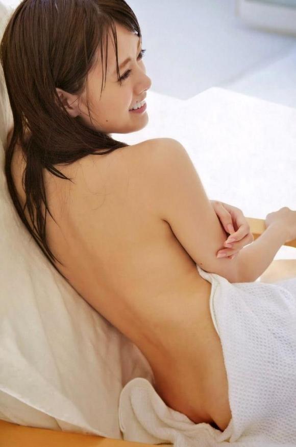 乃木坂46の白石麻衣ちゃんが紅白歌合戦初出場を記念して半ケツを披露してるwwwww