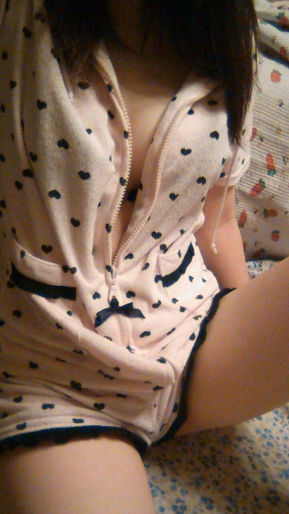 【エロ画像】寒い冬にピッタリ!家に遊びに来た彼女が着てたかわいいモコモコ部屋着を撮ったったwwwww01_20151202142450fc0.jpg