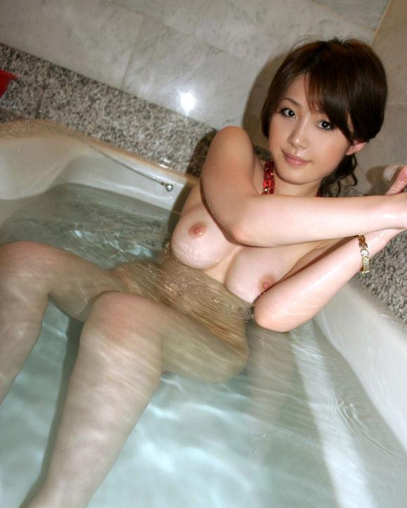 【エロ画像】彼女とラブホ行ったら広い浴室でテンション上がってたから写真撮っちゃったwwwwwww01_20151211115840fbb.jpg