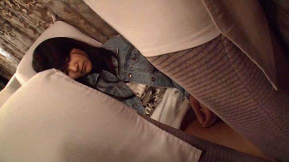 【エロ動画】夜行バスに1人でいるJDを狙ってレイプするという事件が横行してます・・・・・・・・・01_2015121220152214d.png