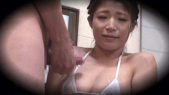 【エロ動画】こんなハレンチ水着で男湯に突入したら・・・・・まあこうなるわなwwwwwwwww01_201512140254165cd.png
