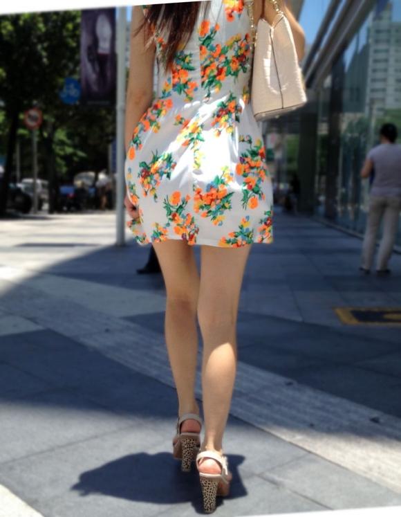 洋服の中では一番のエロさを誇るミニワンピを着てる女の子を街撮り盗撮ぅぅぅぅぅwwwww【画像30枚】01_2015122003150515f.jpg