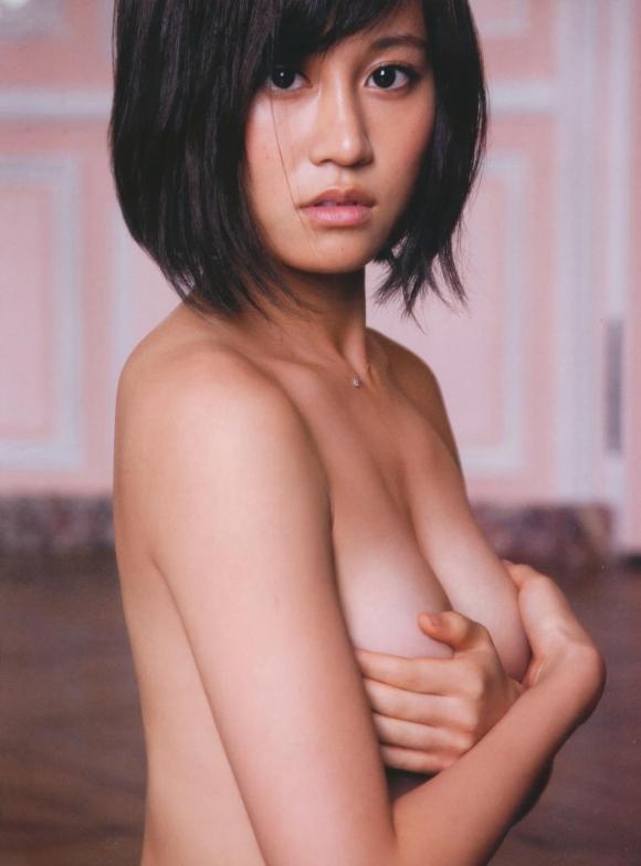元AKB48あっちゃんこと前田敦子ちゃんの手ブラ半ケツふとももアリのエロかわいいグラビア【画像30枚】01_20151224040447964.jpg