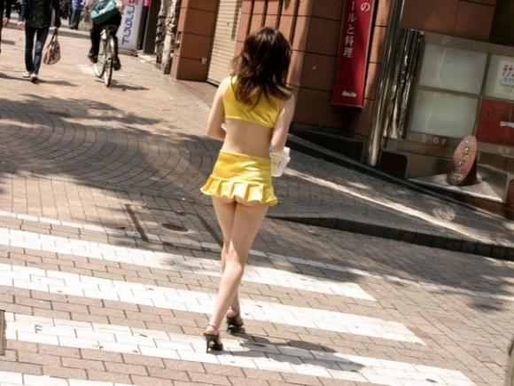 暑くなってきたからってスカート短すぎておしり丸見えになっちゃってるヤツwwwwwwwwwww01_201605042128194a4.jpg