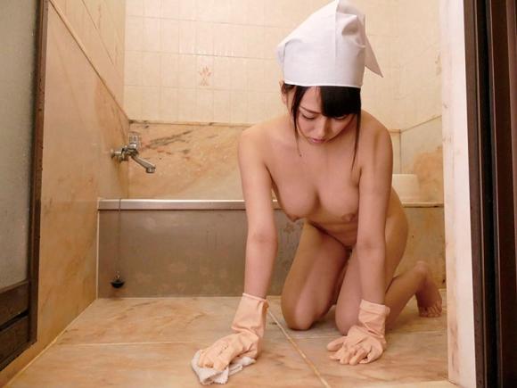 【エロ動画】全裸家政婦に色々と欲望のままお願いしてみたwwwwwww01_20160511014637bdc.png