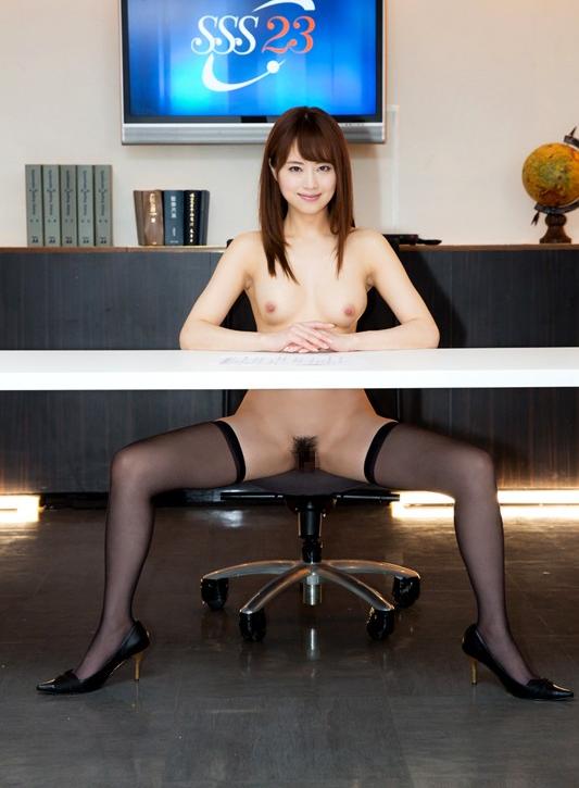 【エロ動画】テレビ局が視聴率のためにニュースキャスターを全裸にしだしたwwwwwww01_20160606002702540.png