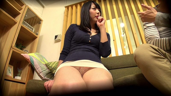 【エロ動画】このレベルのご近所人妻に童貞のフリしてヤラせてもらったwww01_20160713023531a10.png