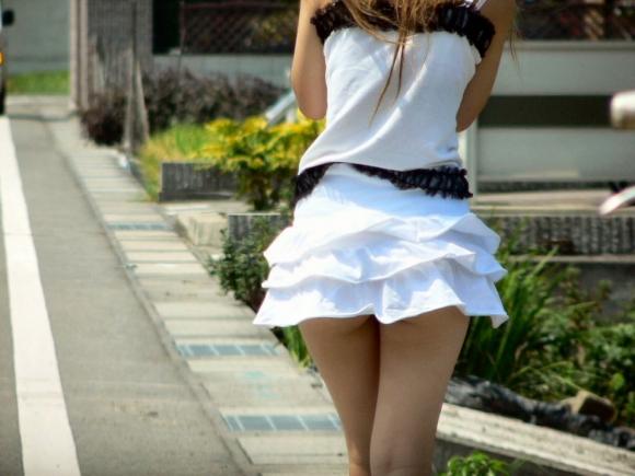 素人なのにパンチラしそうな短すぎるミニスカ履いてる女の子が多すぎるwwwwwww【画像30枚】01_20160730220224970.jpg