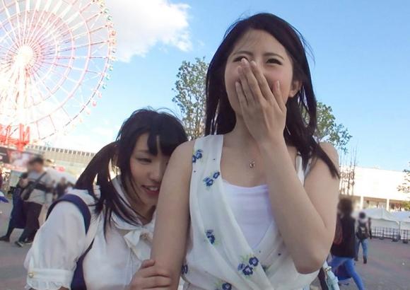 【エロ動画】夏フェスでテンション上がってる美少女がノリ良すぎて簡単に釣れる!01_20160808162524274.png