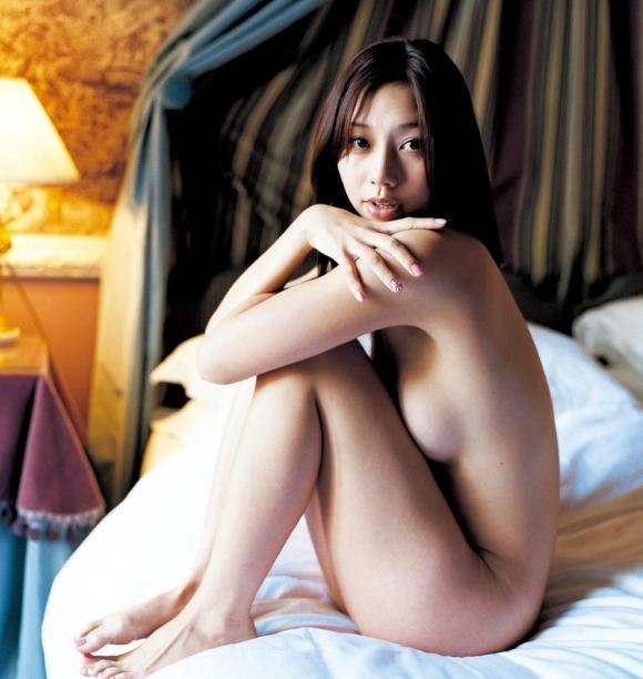 小泉麻耶ちゃんのGカップ巨乳ヌード!【画像30枚】01_201608151534469c1.jpg