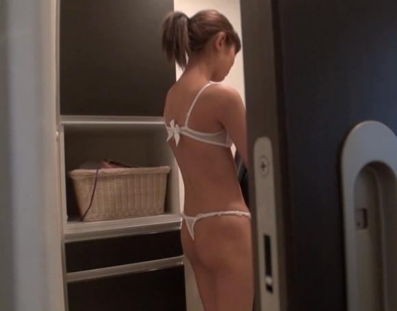 女の子の脱衣所でのエロい様子を盗撮した画像を大量ゲット!wwwwwww【画像30枚】01_20160821015655f51.jpg
