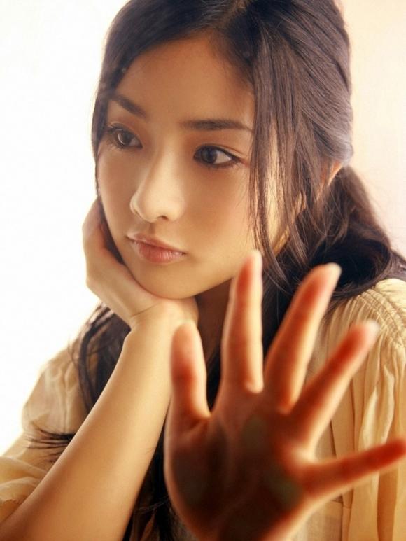 女性が選ぶ「なりたい顔」石原さとみちゃんのムラムラくるエロセクシー画像【30枚】02_2015113001003854b.jpg
