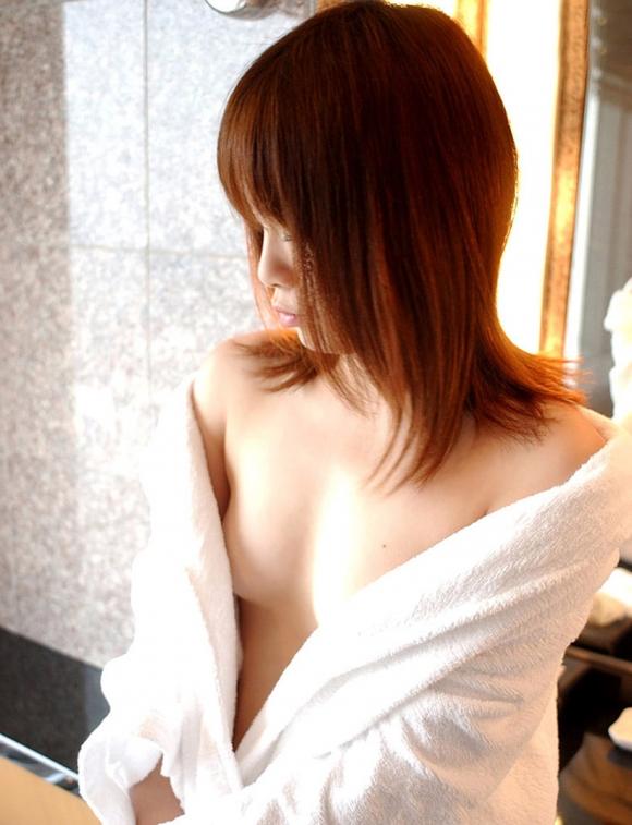 バスローブやラブホテルの寝巻を着てる女の子のエロ画像30枚02_20151208020230225.jpg