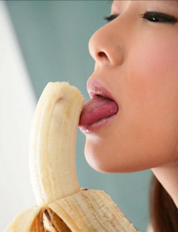 バナナをチンコに見立てた擬似フェラが想像力を刺激してヤバいwwwwwww【画像30枚】02_20151214232823108.jpg