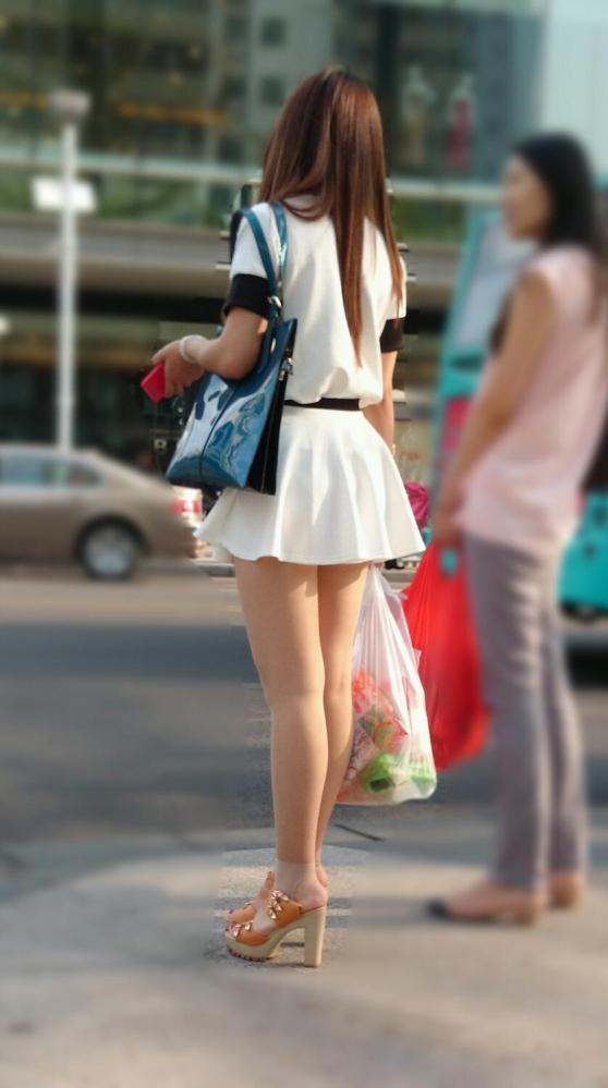 洋服の中では一番のエロさを誇るミニワンピを着てる女の子を街撮り盗撮ぅぅぅぅぅwwwww【画像30枚】02_20151220031506d60.jpg
