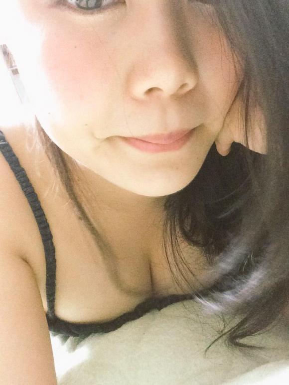 唇と色白おっぱいがエロい女の子の「顔出し」自撮りツイッター!オナネタ不可避wwwwwww02_2016010500514632b.jpg