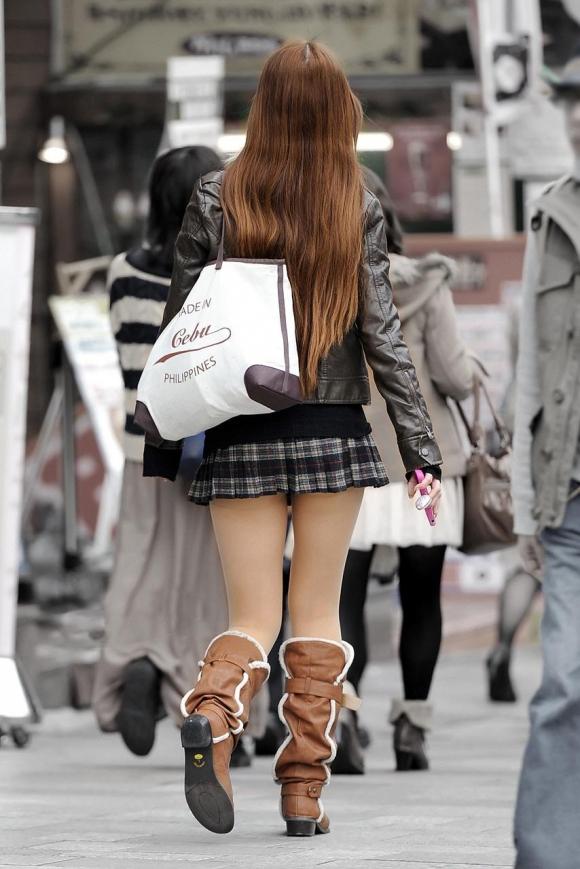 街でミニスカブーツの女の子を見ると無意識にガン見してしまう男の習性wwwwwww【画像30枚】02_201601140149330ed.jpg