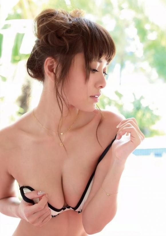 人気巨乳モデル小泉梓ちゃんの手ブラヌードがエロすぎる!【画像30枚】02_20160129023613136.jpg