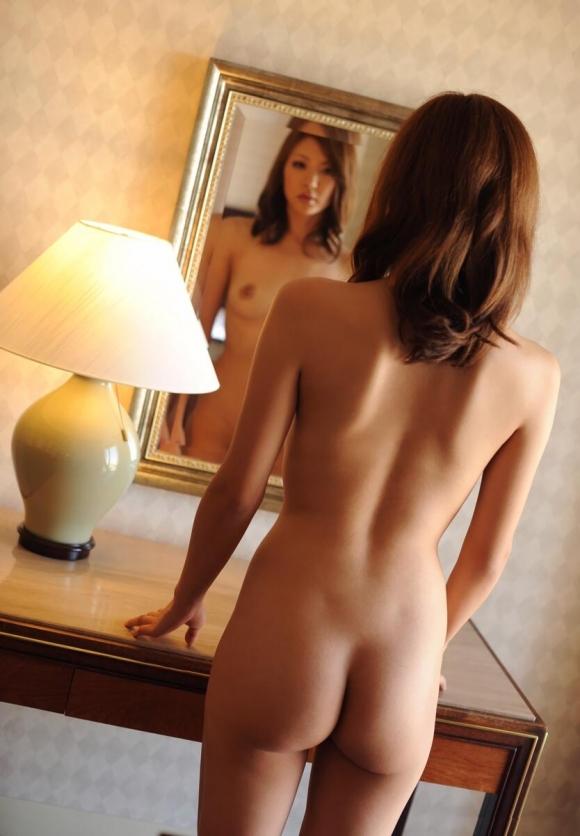 鏡の反射テクニックを巧妙に用いたら女の子のエロさが2倍になったwwwwwww【画像30枚】02_20160205212731e69.jpg