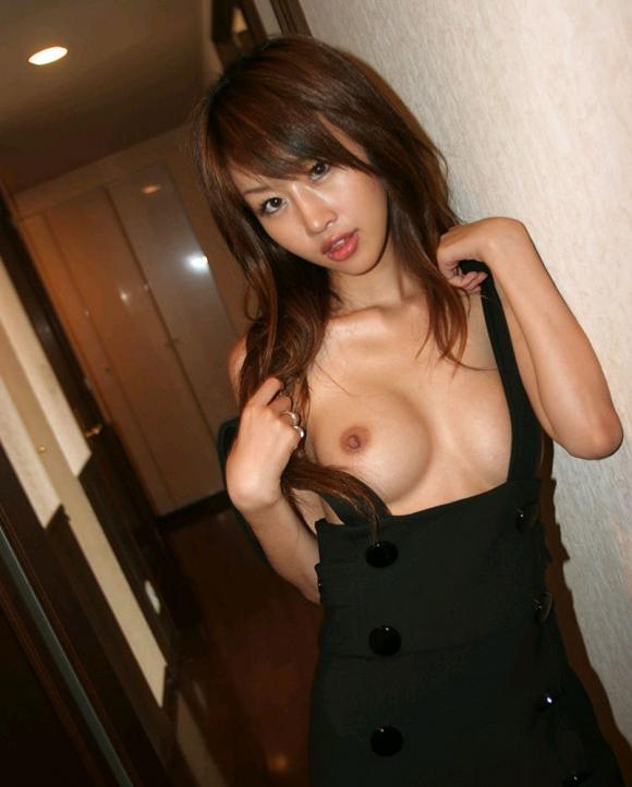 裸にオーバーオール着てる女の子のハミ乳見えてる感じが妙にエロいんだけどwwwwwww【画像30枚】02_2016032722453441f.jpg