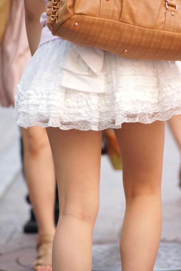 素人が街で曝け出してる生脚がエロすぎるwwwwwww【画像30枚】02_20160405234525a8d.jpg
