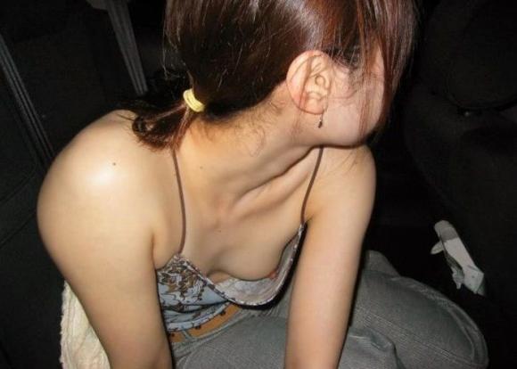 身内だからと油断して晒した胸チラがヤバすぎるwwwリア充は毎日こんなん見てるのかよwww02_20160407012147050.jpg