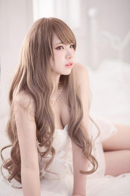 人気美女&巨乳コスプレイヤー「えなこ」ちゃんがLINE BLOGに過激に登場!【画像30枚】02_20160519213514b4f.jpg