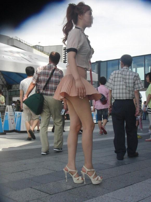 【街撮り】ナンテコッタイwwwパンツ見えそうな服装で外出してる素人が多すぎるwwwwwww【画像30枚】02_20160519220752098.jpg