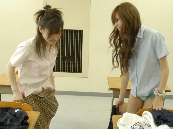 これが女子校内でJKたちのお着替えの様子をパシャっと撮った画像wwwwwww02_2016071402235783a.jpg