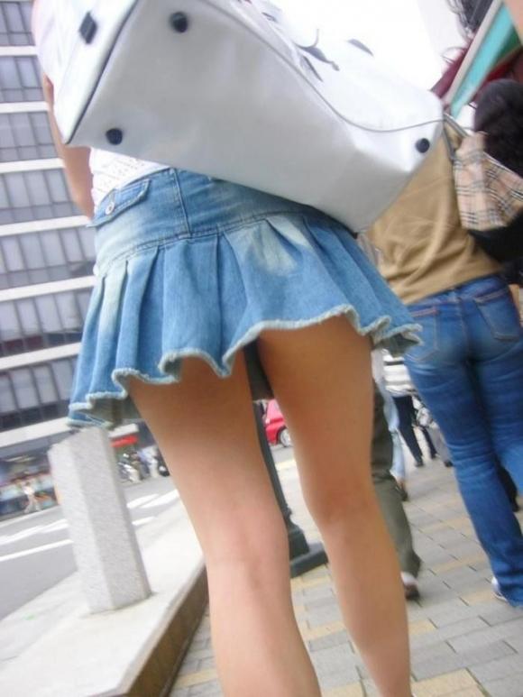 素人なのにパンチラしそうな短すぎるミニスカ履いてる女の子が多すぎるwwwwwww【画像30枚】02_20160730220226f3e.jpg
