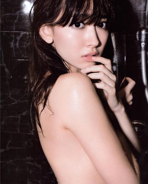 【卒業決定!?】AKB48こじはること小嶋陽菜ちゃんの手ブラやセクシーランジェリー姿などを記念にまとめてみた【画像40枚】03_201511211505581b2.jpg