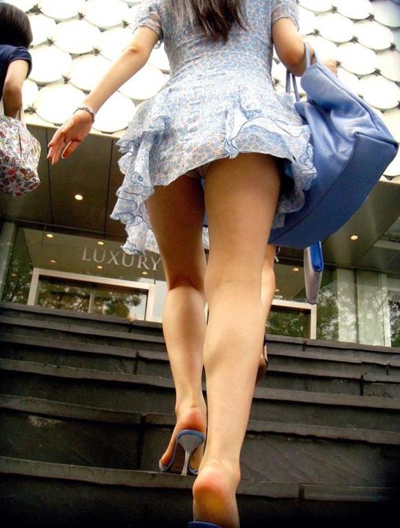 【エロ画像】これはまさにプロの犯行・・・階段やエスカレーターで広がる絶景パンチラ30選!wwwwwww03_2015112312424702a.jpg