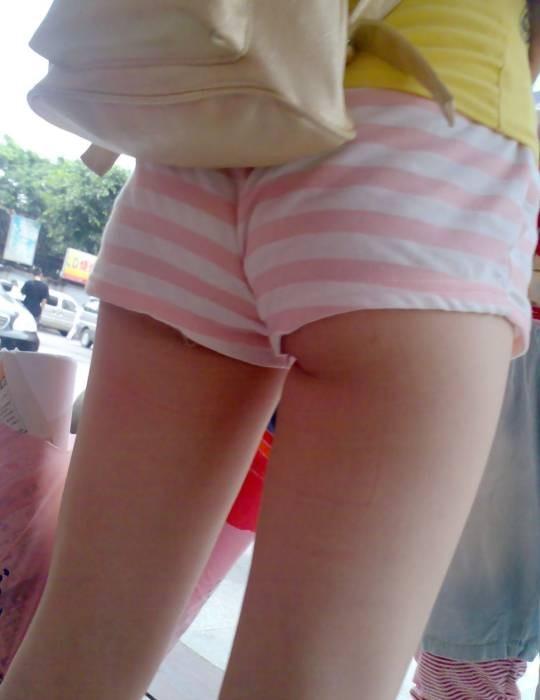 【エロ画像】寒くなり探すのが困難になってきたホットパンツ姿やショートパンツ姿の女子がエロいってことを再確認しようwwwww03_20151126220959147.jpg
