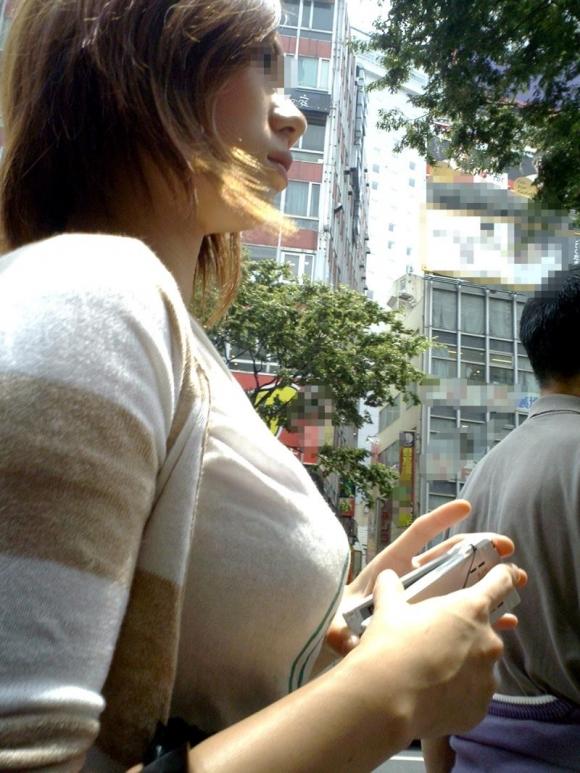 【素人/若い子限定】街で見かけた着衣巨乳女子を抜いた画像を集めましたwwwwwww03_20151205011923b2a.jpg