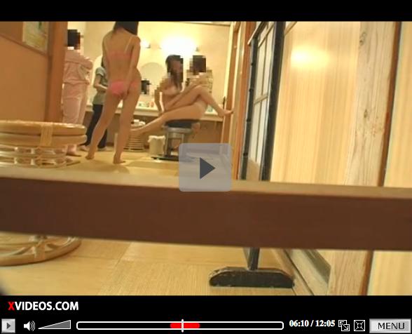 【エロ動画】テンションMAX現役JDの温泉脱衣所盗撮動画03_201512071032056d0.png
