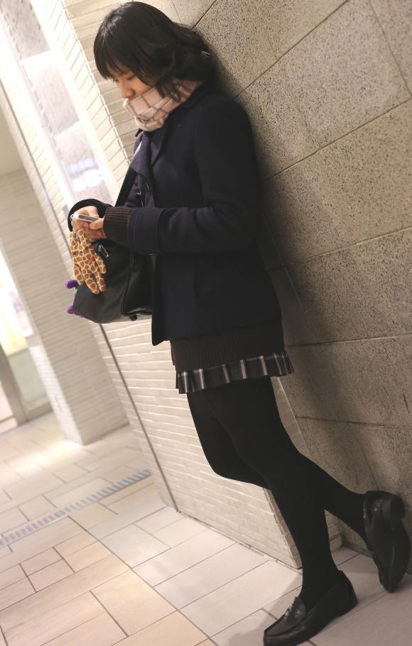【エロ画像】寒くなり街に増えてきた黒タイツJKの画像を貼りますwwwwwww03_201512091155307e8.jpg