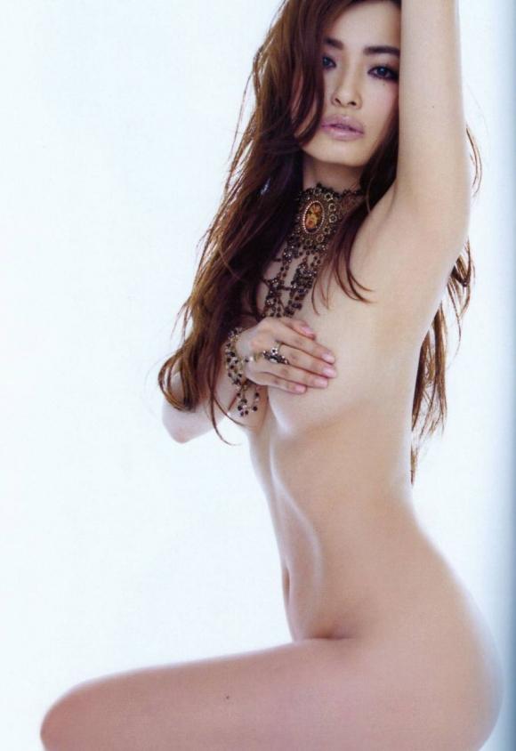 離婚が決まった平子理沙の乳首出し美魔女ヌード画像03_20151229234159072.jpg