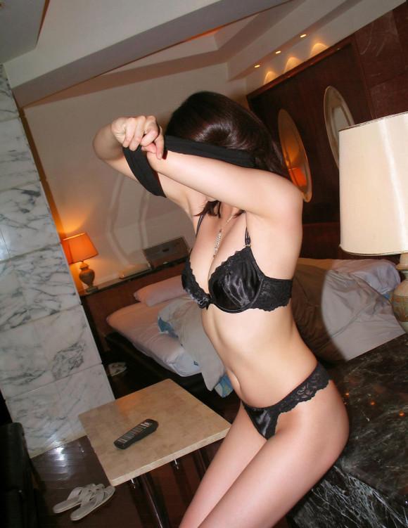 黒下着の女は男を虜にするセクシーオーラが溢れ出してるwwwww【画像30枚】03_20151230023635480.jpg