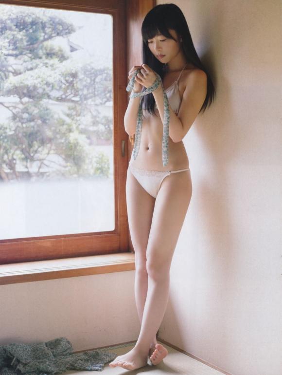 HKT48(AKB48)さっしーこと指原莉乃ちゃんのちっぱいプリケツ美脚の良さを確認できるグラビア画像【30枚】03_20160102040411dcc.jpg