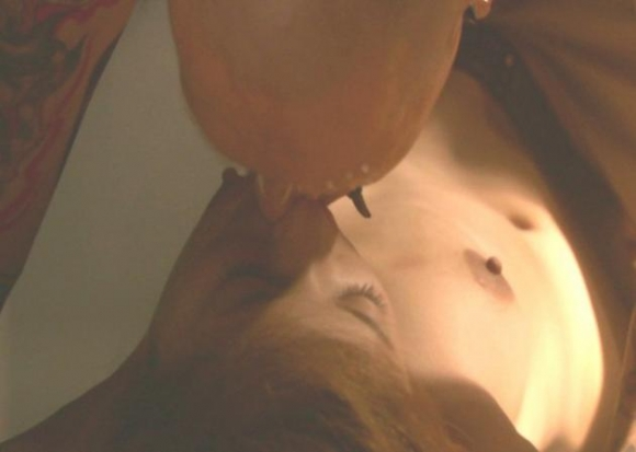吉高由里子ちゃんの乳首丸出しセックスキャプがエロォォォォォwwwwwww【画像30枚】03_2016011822502002f.jpg
